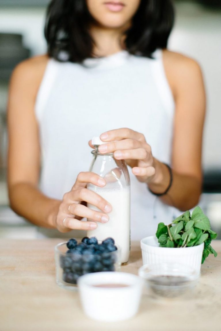healthy smoothie recipe, blueberries, breakfast