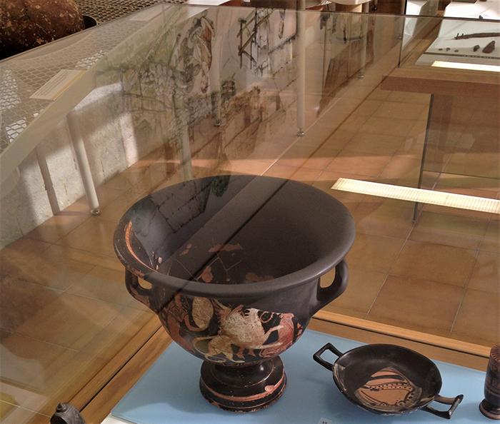 Crátera expuesta en el Museo Arqueológico de Girona