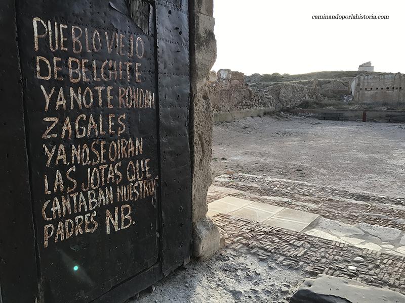 Puerta del pueblo viejo de Belchite