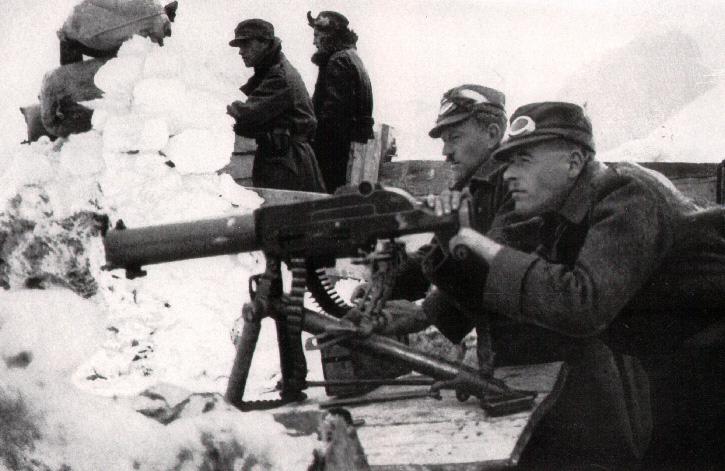 Soldados italianos en el frente de los Dolomitas