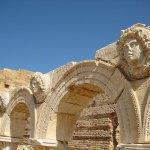 Detalles del mercado de Leptis Magna donde aparece Gorgona (su sola mirada te dejaba petrificado)