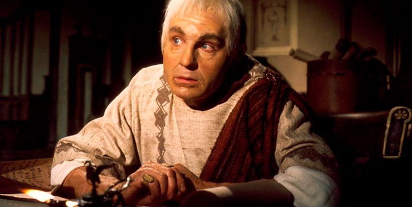 El actor británico Derek Jacobi, interpreta al emperador en la serie, Yo Claudio