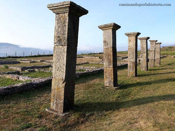 Restos del porticado del Decumanus