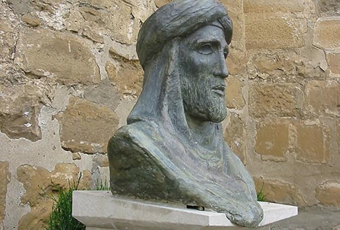 Estatua de Ibn Nasr en su ciudad natal de Arjona.