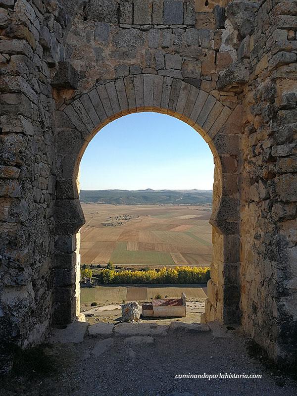 Puerta de la fortaleza califal de Gormaz