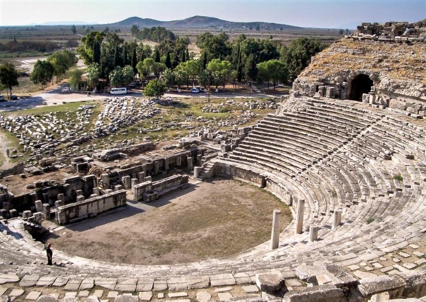 Teatro griego de Mileto. En tiempos romanos, llegó a los 25.000 espectadores.