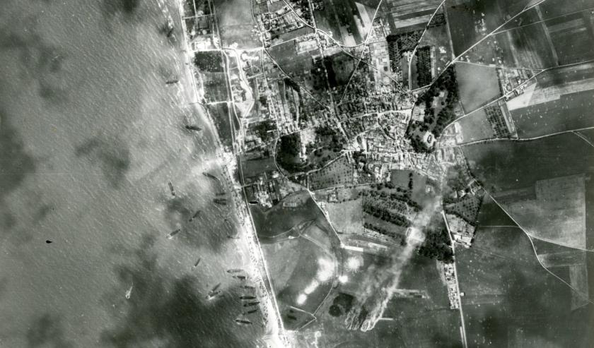 Fotografía aérea del desembarco de Normandía.