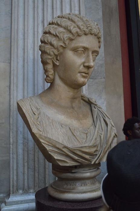 Busto de Julia Mesa, aunque con reservas al no poner su nombre.