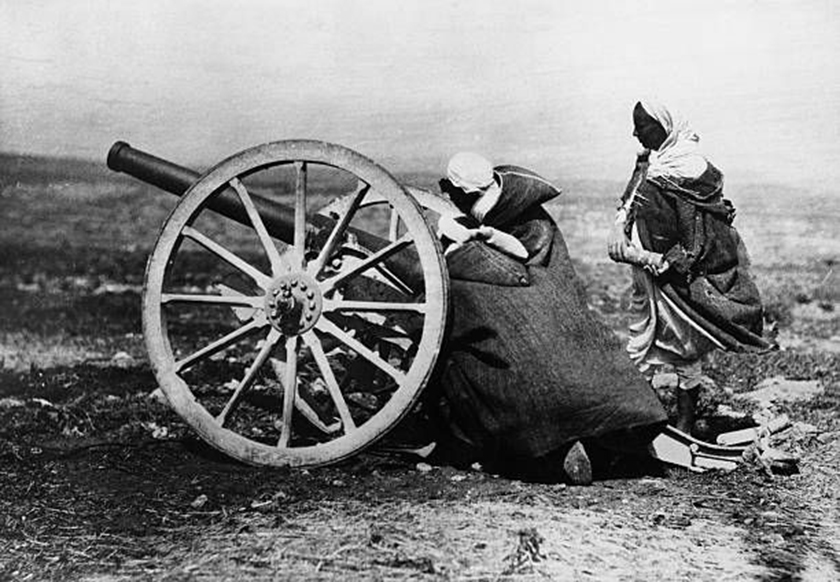 Rifeños con un cañón español.