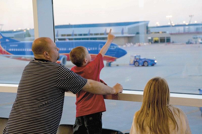 imagem-de-familia-em-aeroporto