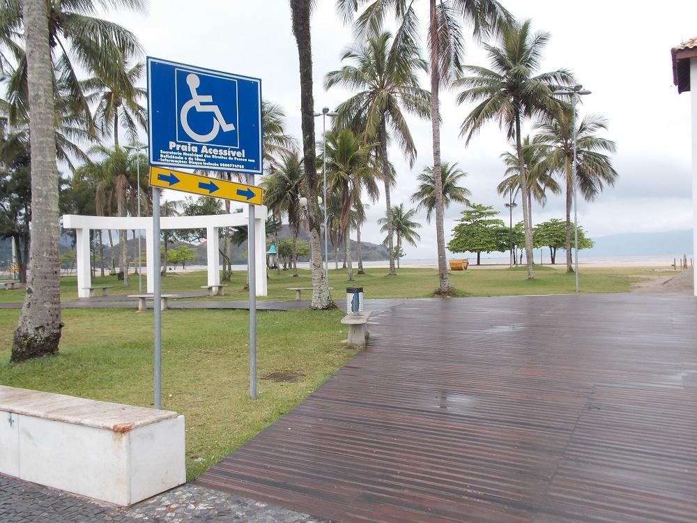 placa mostrando acesso a praia - Aventuras em Caragua – 05 de outubro de 2016