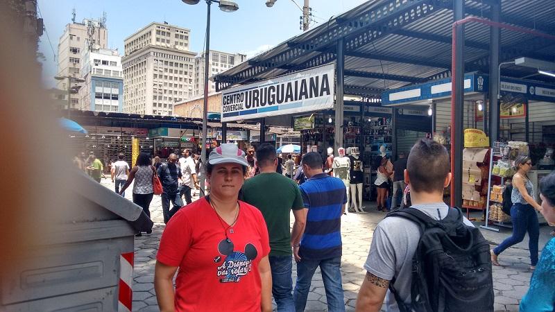 conhecendo o centro foto de pessoas passando - Museu do Amanhã e centro do Rio de janeiro. Lindo.