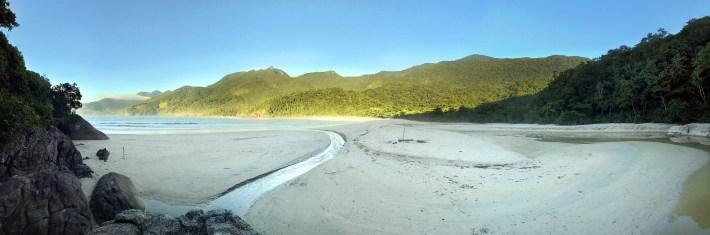 Praia Martim de Sá, no município de Paraty - RJ