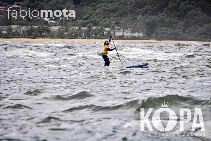 Dá pra ver bem o mar agitado nessa foto oficial do evento, de Fabio Mota