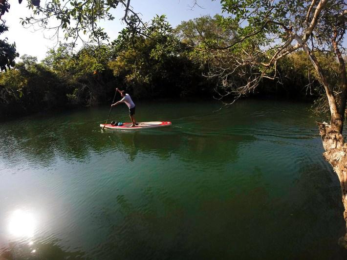 Remando no Rio Formoso, em Bonito - MS