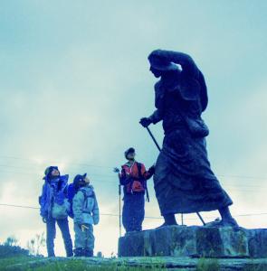 ヤコブ像と三人