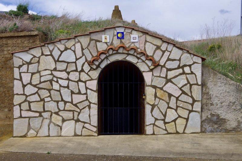 まるい、石壁れんがドア