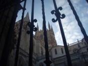 506ブルゴス柵越しにみた教会