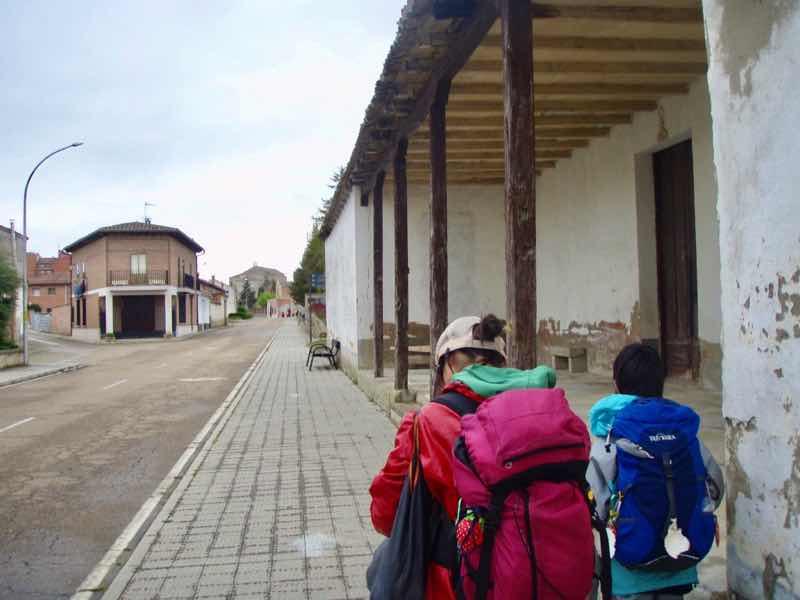 512 カルサディージャ・デ・ラ・クエッサ カミーノ 17km1本道 町1.2