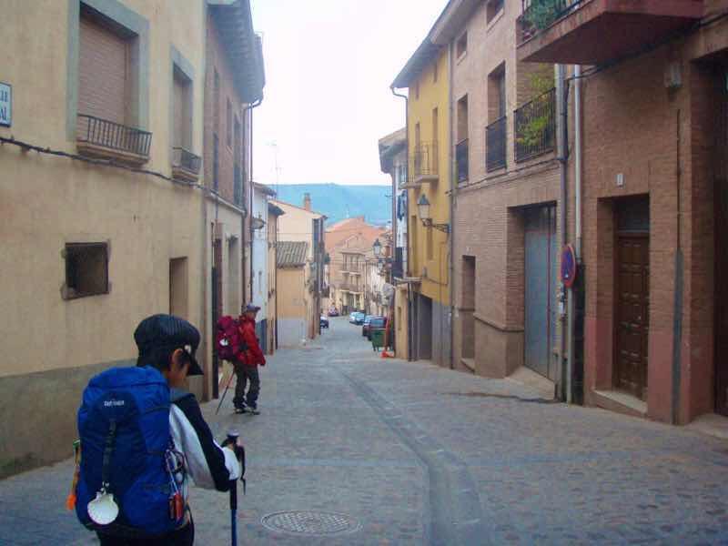 430 スペイン巡礼 街並み ナバレッテ子連れサンティアゴ巡礼