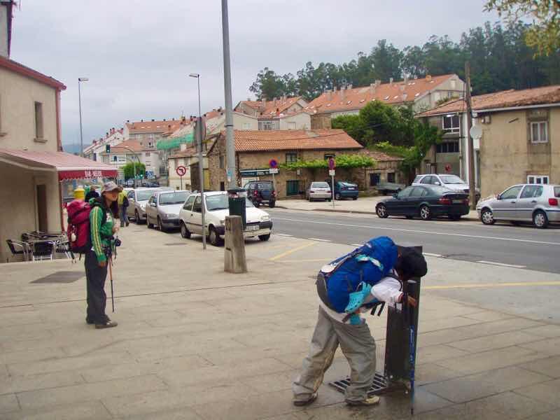 605スペイン巡礼 サンティアゴ Santiago 街 水道