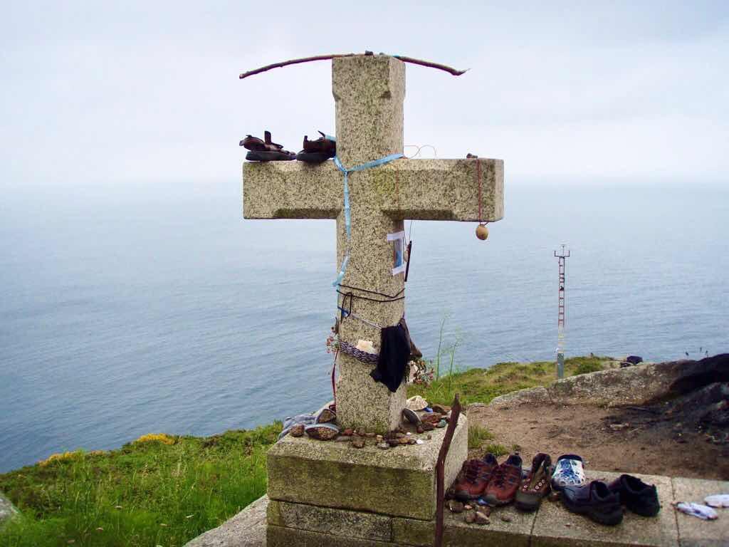 611 サンティアゴ巡礼 フィステラ 海クロス 靴 カミーノ
