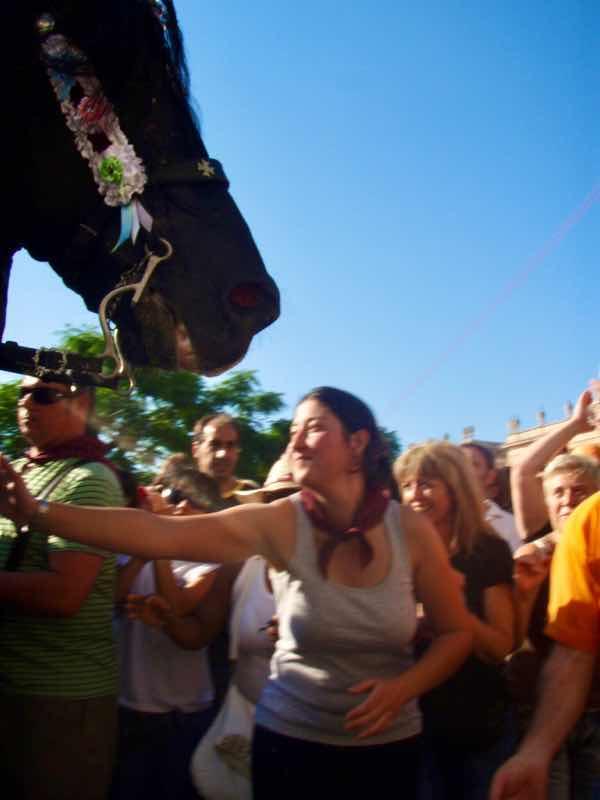 623メノルカ島 サン•フアン 馬祭り Menorca 馬 pw触る