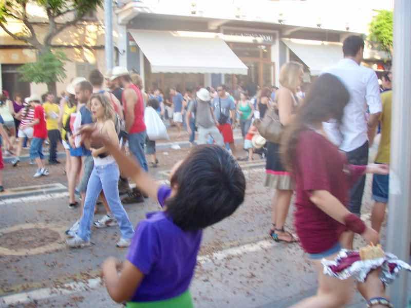 623メノルカ島 サン•フアン 馬祭り Menorca シウタデラ ヘーゼルナッツ投げ2上へ