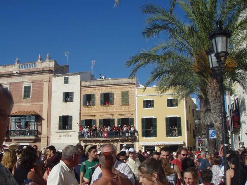 623メノルカ島 サン•フアン 馬祭り Menorca 広場群衆
