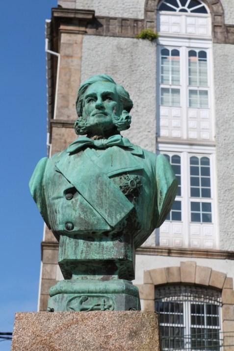 Rúa Rochel statue