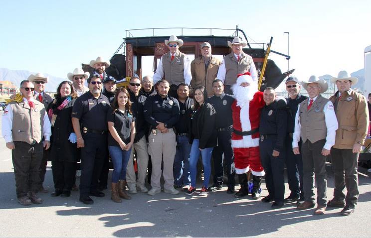 El Departamento de Policía de Sunland Park y la Unidad 'Posse' del Sheriff de El Paso distribuyeron Juguetes