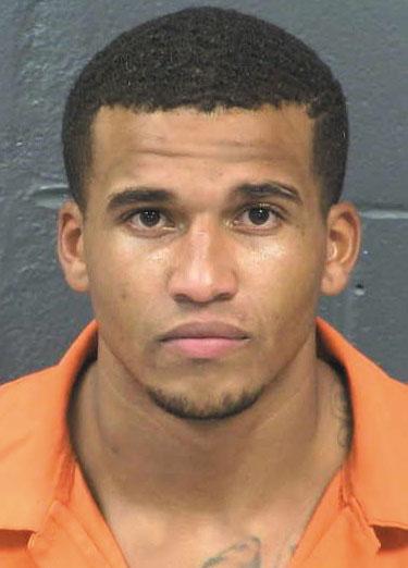 Acusado de robo a mano armada arrestado tras estrellar un vehículo robado