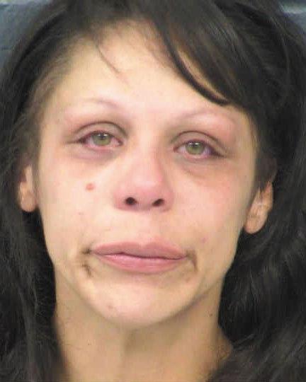 Madre acusada de estrangular y morder a sus hijos