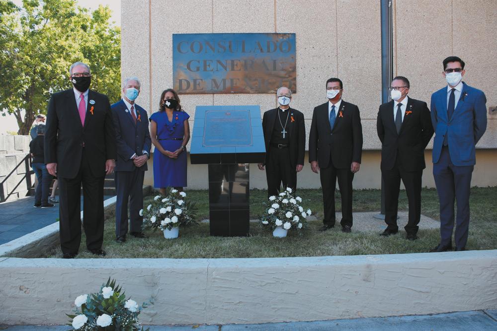 A un año de masacre en El Paso develan Placa en honor a víctimas