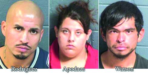 3 arrestados por apuñalamiento y robo a mano armada