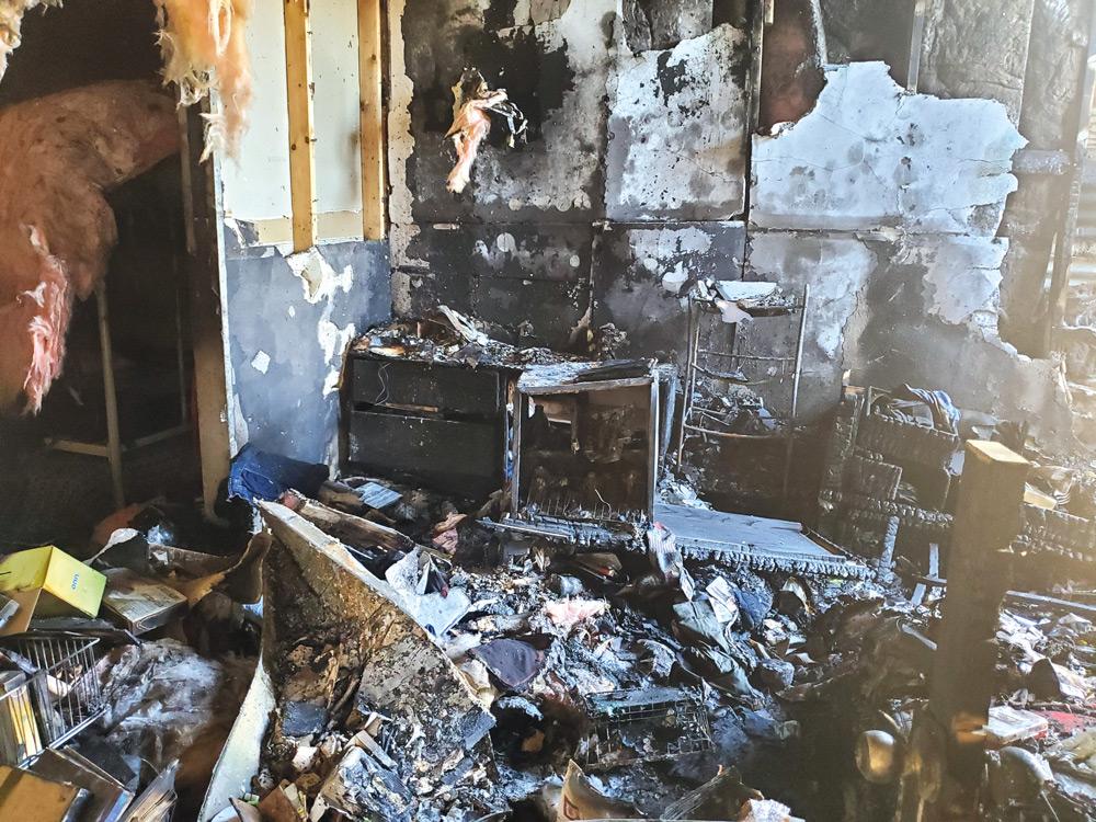 """Pánico en Sunland Park Tres familias en la calle tras feroz incendio  """"Fue un milagro habernos salvado"""", dijeron"""