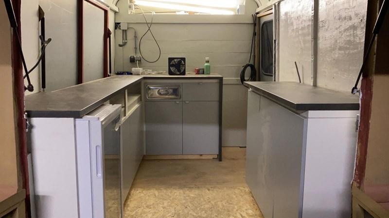 Werkruimte van onze Camion de Cafe bijna klaar