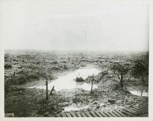 753px-Second_Battle_of_Passchendaele_-_Barbed_wire_and_Mud