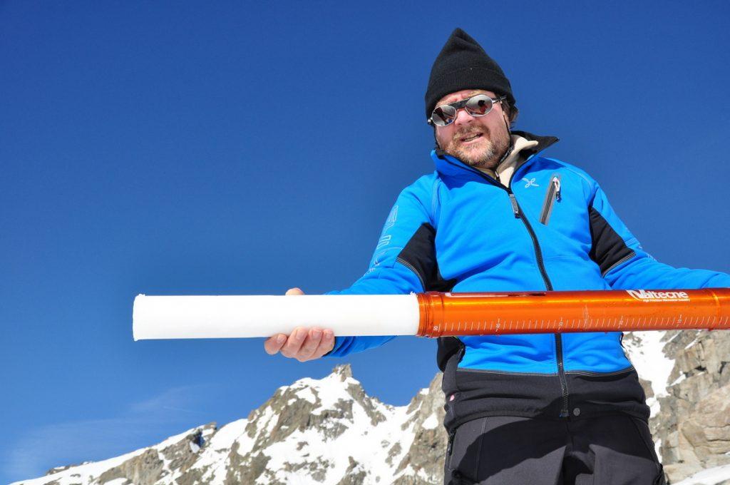 Luca Mercalli sul ghiacciaio Ciardoney