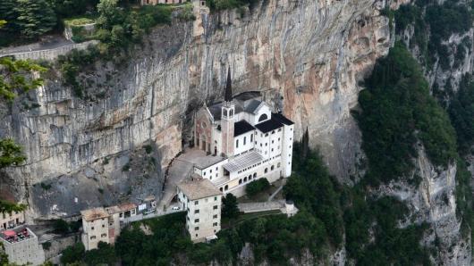 Santuario  madonna della corona verona - cammini d'italia.jpg