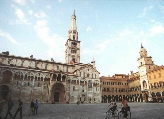 modena_005_piazza_grande