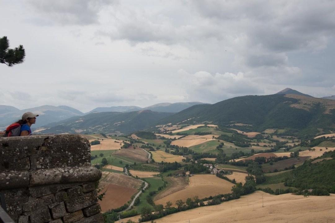 Cammino Terre Mutate Tappa 3 Camerino Fiastra affaccio dalla rocca di camerino