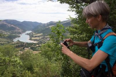 Cammino Terre Mutate Tappa 4 Fiastra Ussita la vista sul lago di fiastra