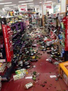 Đổ vỡ trong siêu thị Nhật Bản