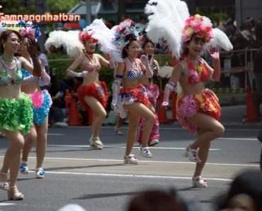 Các vũ công nóng bỏng trong điệu nhảy Samba Brazin