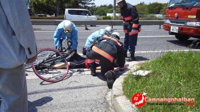 Nhật Bản:1 du học sinh Việt đi xe đạp bị 2 ô tô đâm liên tiếp