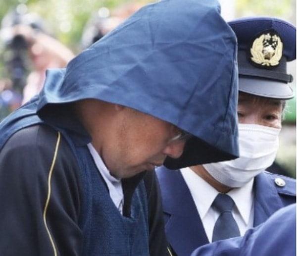 Nghi phạm trong vụ bé gái người Việt bị giết ở Nhật, Yasumasa Shibuya, bị cảnh sát giải đi hôm 14/4/2017.