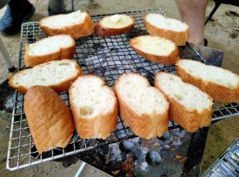 キャンプ料理 ガーリックトースト