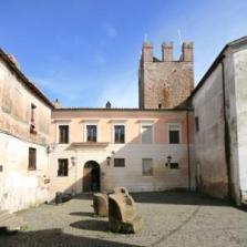 Palazzo baronale degli Anguillara a Calcata - foto Roberto Sinibaldi Q