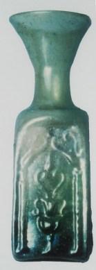 Bottiglietta quadrangolare di vetro verdognolo
